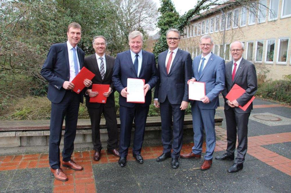 Unterzeichnung der HVV-Vereinbarung