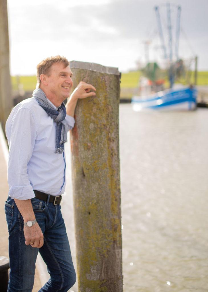 Kai-Uwe Bielefeld im Hafen von Dorum (Landkreis Cuxhaven - Landratswahl)