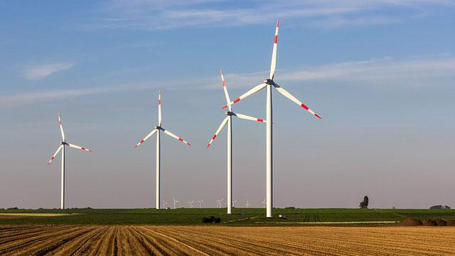 4 Windräder generieren Energien vor der Haustür